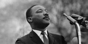 artin Luther King (1929-1968) est l'une des grande figure du mouvement baptiste.Pasteur noir américain à la tête du mouvement de revendication des droits des noirs aux USA dans les années 50-60. Prix nobel de la paix en 1964.